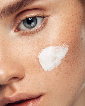 How to fight dark spots and the signs of aging with Vitamin C